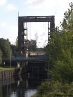 Am Kanal/34434/das-westliche-schleusentor-der-noerdlichen-schleuse Das westliche Schleusentor der nördlichen Schleuse Wanne-Eickel. Die Schleuse entstand während der Bauzeit des Kanals von 1906-1914. Die südliche Schleuse wurde 1994 erneuert und auf die Europaschiffsklasse II ausgelegt. Ein Umbau der der nördlichen Schleuse ist ebenfalls geplant. 25.09.2009